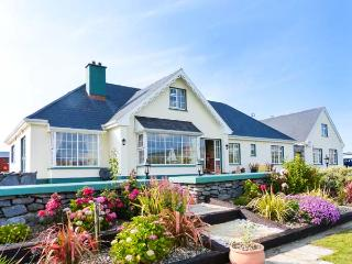 DONOUR LODGE, en-suite facilities, sauna, sea views from patio, WiFi, close to