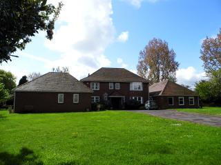 Large house in Poole with bar/snooker/sauna room