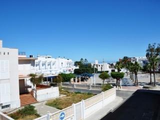 Apartamento en el centro del pueblo, frente al mar