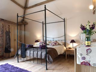 Master Bedroom with King Size Four Poster bed - flat screen TV with free view.