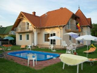 House with swimming pool and wifi, Gyenesdias