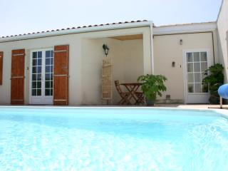 Lovely Studio, Residence nr town with pool, wifi, La Rochelle
