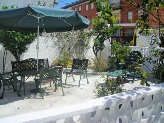 Apartamento con terraza-patio