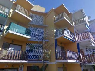 3 storrey building in the hyper center of Alcossebre in front of El Jardin Restaurant
