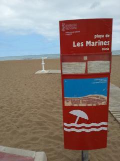 A 200 metros de la mejor playa de arena fina de las marinas
