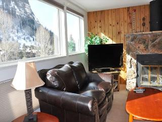 Great Condo in E Vail 3.5 miles to Vail. 3971 Bighorn Rd, #7H, Vail, CO 81657