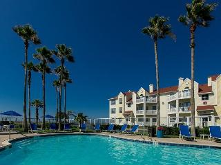 2BR/2BA Padre Island Beach Club Condo with Heated Pool - Walk to the Beach!, Corpus Christi