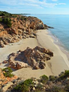 intime calette raggiungibili dalla spiaggia principale