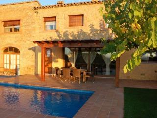Castell de Peralta, casa rural con piscina, Peratallada