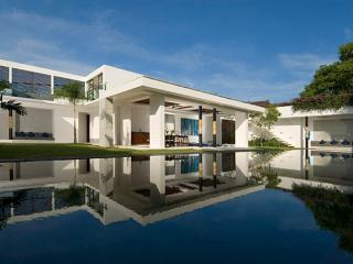 Aqua, 4 Bedroom luxury Villa, Seminyak, Close to Beach