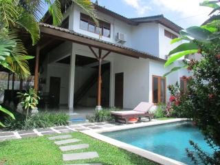"Bless, 3 Bed/Bath Villa, ""Eat St"" Central Seminyak"