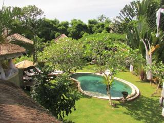 Ki, Luxury 5 Bedroom Villa feat. Gardens, Near Seminyak
