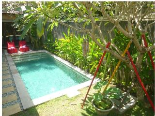 Manja, Enchanting 2 Bedroom Villa, Central Seminyak