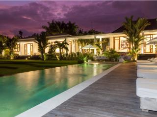 Pure Villa Estate, Outstanding 6 Bed/Bath, Canggu