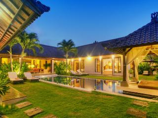 Tania Luxury 3BR, Electronic Gated-Seminyak,