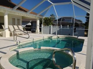 Luxurious Broad Key 4/4 Villa, Pool, Canal View