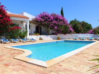 Quinta das Casuarinas -wonderful spacious family friendly villa, set in 3 acres.