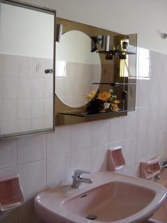 Lavabo del bagno interno.