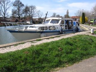 bateau vedette hollandaise à quai, Maconge