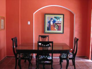 Classy Colonial across from the English Library!, Merida