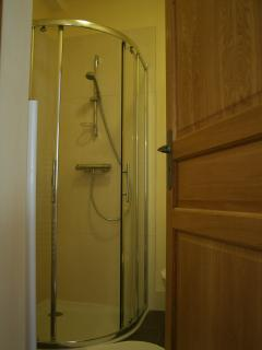 Large walk in shower with thermostatic control. (No freighed shower hoses or mouldy shower curtains)