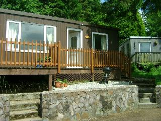 TREETOPS, 2 Bedroom Bungalow, Chalet , sleeps up to 5 persons.