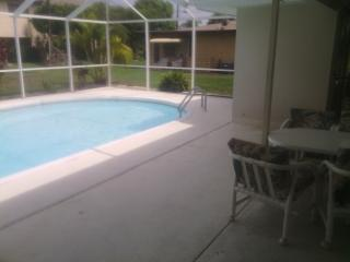 #1 VacationStudio w/ pool and in heart of the Cape, Cape Coral