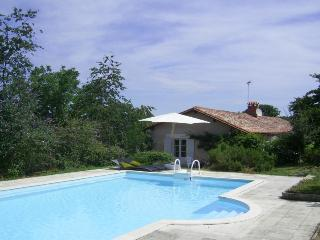 5127 Renovated farmhouse with private heated pool, Riberac