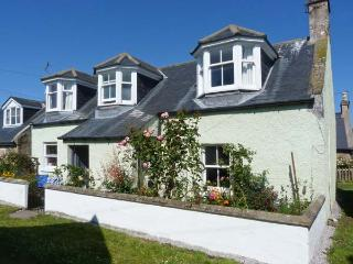 MINT COTTAGE, WiFi, luxury bathroom, woodburner, close to the coast, in Findhorn