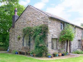 BEUDY DOLPEBYLL, detached cottage, woodburner, free fishing on-site, near
