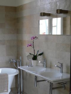 Detail, Master Bathroom, 1st Floor