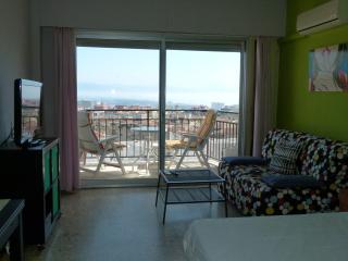 Zona de Salon y terraza con vistas a Bahia de Malaga y Torremolinos