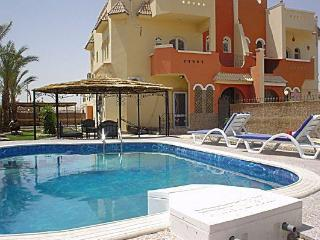 VILLA GROUNDFLOOR APARTMENT WITH PRIVATE SWIMMINGPOOL  AND GARDEN, Hurghada