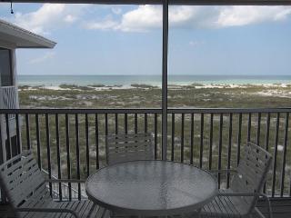 Beach & Gulf Villa at Palm Island Resort with All Resort Amenities, Plácida
