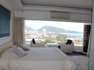 Master bedroom with panoramic views of the sea, the city and the mountains. The perfect wake up view