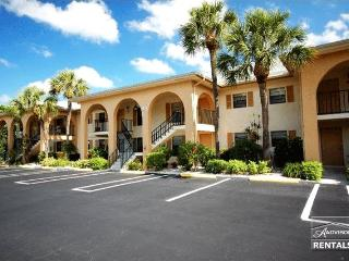 Lovely condo close to Olde Naples, Nápoles