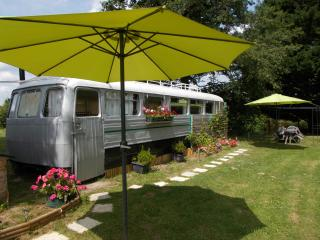 LAKESIDE VINTAGE FRENCH BUS B&B OR SELFCATER