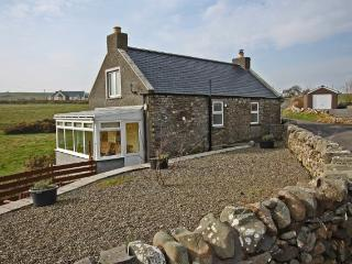 Auld Smiddy Cottage situated on the Mull Road, walking distance to the lighthouse and the beaches!