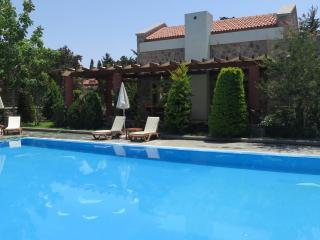 Bergama Houses, 3 villas sharing a private pool, Gumusluk