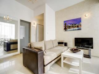 Central TLV ! 5 min from the beach1