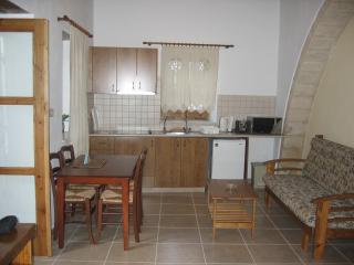 Omodos Katoi Holiday Cottage with Fireplace/3 Pax