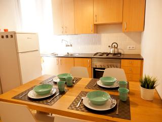 Comfy Apartment Near Gótico Neighborhood (B1611)