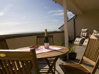 Spacious 3 bedroom house large balcony magnificent sea views & secure parking
