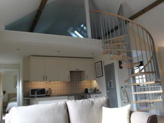 Honeysuckle Cottage luxury self catering on farm close to Silverstone & Bicester