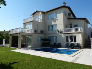 "Villa ""LUCIA"", 3 km from Blue Flag Sandy Beach., Balchik"
