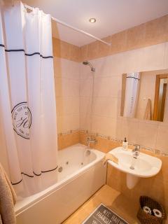 Bathroom with a SPA bathtube