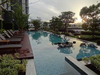 Apartment in Bangkok near train,pool,fitness,Wifi