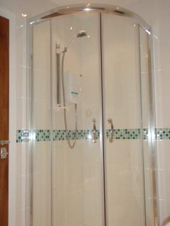 Walk in quadrant shower