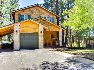 Dog-friendly riverfront sanctuary w/ great deck, dock & peaceful atmosphere!, La Pine