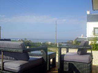 5276 - Spacious contemporary south facing villa with sea view